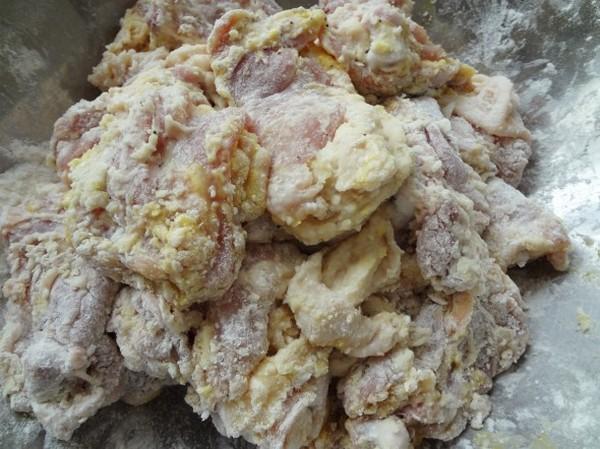 مرغ سوخاری شیرین و تند کره ای داکگنجئونگ
