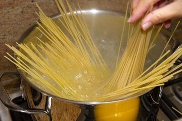 اسپاگتی با کچاپ به سبک ژاپنی