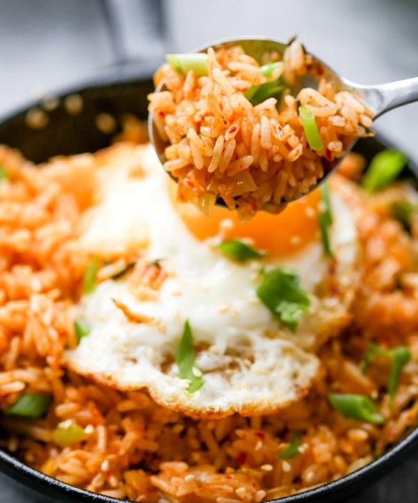 برنج و کیمچی سرخ شده