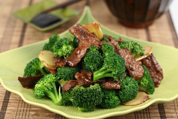 خوراک گوشت و بروکلی