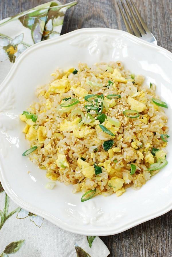 تخم مرغ و برنج سرخ شده